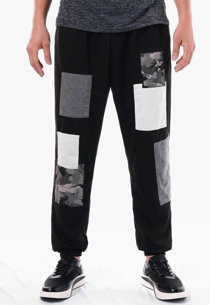Спортивные мужские брюки.